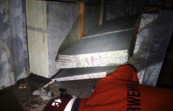 (ФОТО) Трагедия в Бельцах: троих рабочих придавило гранитными плитами, один скончался
