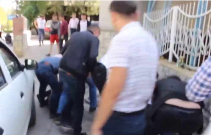 (ВИДЕО) Задержание шантажистов в Бельцах