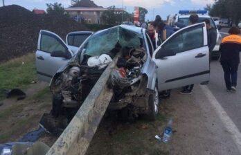 Авария на трассе Бельцы-Сэрэтень - машина врезалась в парапет
