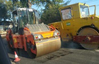 Хаос на улице Дечебал. Оказывается, сегодня укладывают асфальт в районе жд моста - ул.Буребиста/Дечебал.