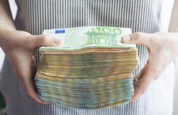 Сиделку из Молдовы обвиняют в краже 300 тысяч евро у пожилой итальянки