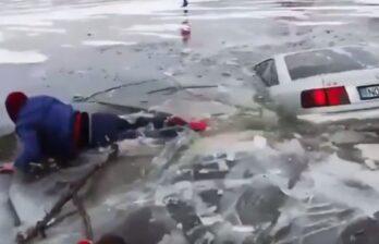 (ВИДЕО) Крещение в Молдове проходит для некоторых очень экстремально...