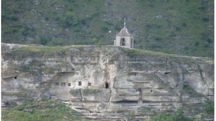 В Бутученах у подножья скалы нашли мёртвым 50-летнего монаха