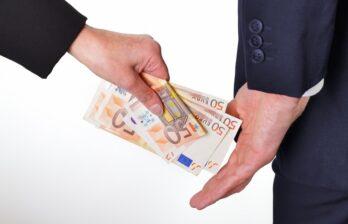 Взятка в 10 тысяч евро. В Кишиневе предприниматель пытался подкупить сотрудника столичной претуры