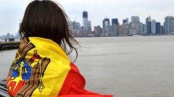 Граждане Молдовы готовы вернуться домой из-за границы, если зарплата будет 1200 евро