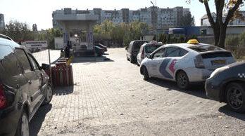 Нехватка метана: в Бельцах на АЗС образовались большие очереди